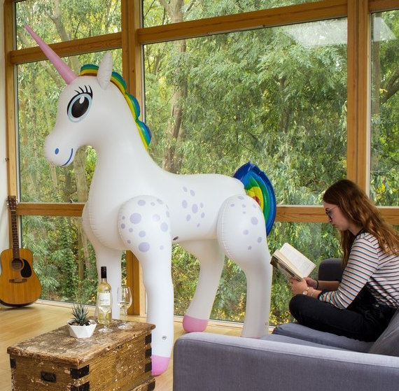 giant-inflatable-unicorn_31537-1